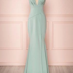 Dresses & Skirts - Long dress color sauge . Acheté à la boutique 1861